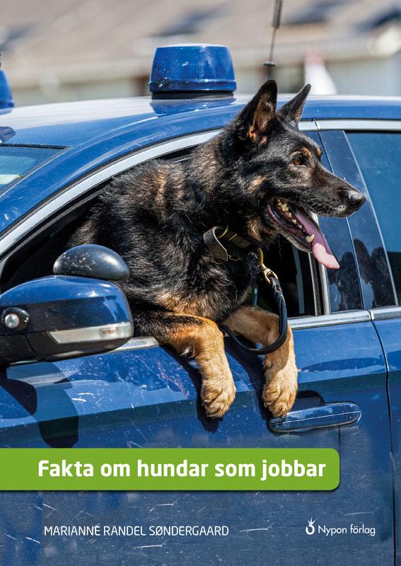På bokpärmen finns en schäferhund som sitter i en polisbil.